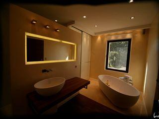 Jeux de Lumière Modern bathroom
