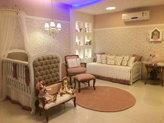 Heloisa Titan Arquitetura Nursery/kid's roomWardrobes & closets Pink