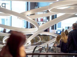 Jens Thasler.designer-architekt Centros comerciales de estilo minimalista Plástico Blanco