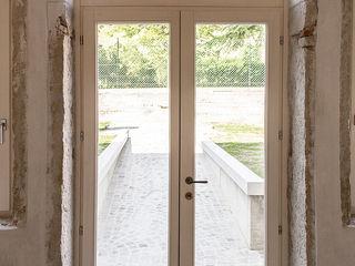 Progetto MORO SAS DI GIANNI MORO Puertas y ventanas de estilo moderno