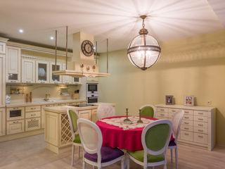 Bellarte interior studio Ruang Keluarga Gaya Mediteran