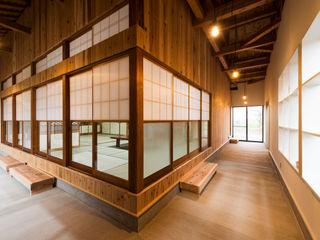 エヌ スケッチ Eclectic style corridor, hallway & stairs