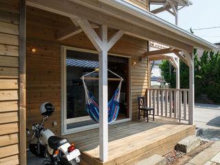 dwarf Industrial style balcony, veranda & terrace