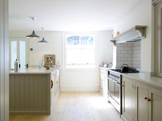 The Barnsbury Islington Kitchen by deVOL deVOL Kitchens Кухня Сірий