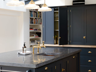 The Victoria Road NW6 Kitchen by deVOL deVOL Kitchens Кухня Дерево Синій