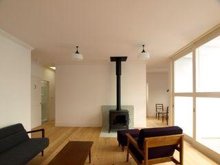 アトリエdoor一級建築士事務所 客廳 木頭 White