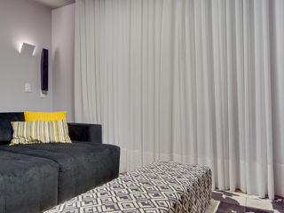 Juliana Lahóz Arquitetura Modern Media Room Grey