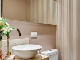 Juliana Lahóz Arquitetura Modern Bathroom Beige