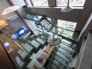 Просто квартира Хандсвел Прихожая, коридор и лестницыЛестницы Стекло Серый