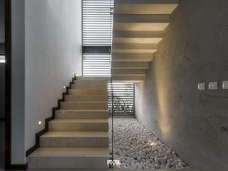 2M Arquitectura Moderner Flur, Diele & Treppenhaus