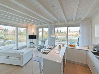 Kitchen & Dining Gracious Luxury Interiors Modern kitchen White