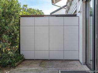 design@garten - Alfred Hart - Design Gartenhaus und Balkonschraenke aus Augsburg Balcon, Veranda & Terrasse modernes Bois composite Blanc