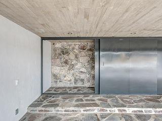 La Desarrolladora Minimalist garage/shed Stone Grey