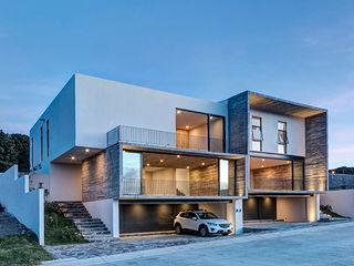 La Desarrolladora Minimalist house Reinforced concrete White