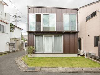 一級建築士事務所 こより Modern houses Metal