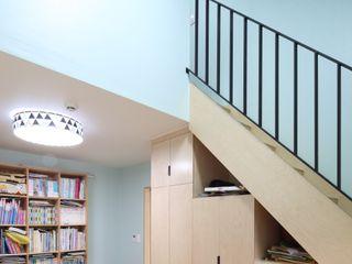 봉산리 주택 위드하임 Withheim 亞洲風玄關、階梯與走廊 Wood effect