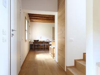 NVL ALDENA Ingresso, Corridoio & Scale in stile minimalista