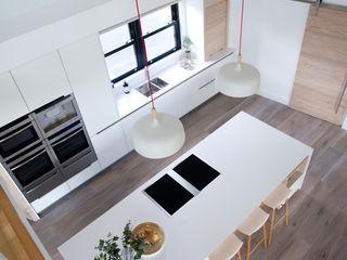 White Kitchen Designer Kitchen by Morgan Cocinas modernas Blanco