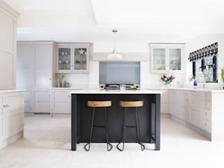 Classic, yet Contemporary Rencraft Classic style kitchen