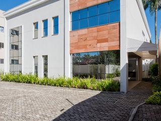 Karin Brenner Arquitetura e Engenharia Casas de estilo moderno