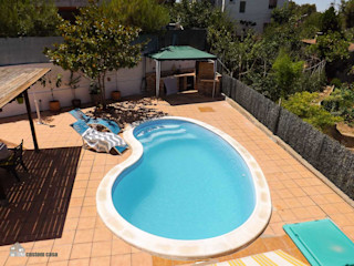 custom casa home staging Piscinas de estilo mediterráneo