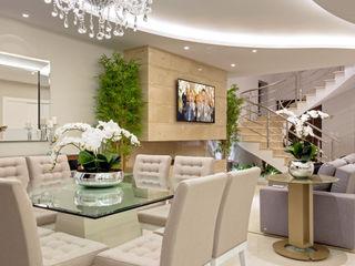 Designer de Interiores e Paisagista Iara Kílaris Comedores de estilo moderno Beige