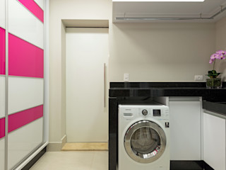 Designer de Interiores e Paisagista Iara Kílaris Paredes y pisos de estilo moderno Vidrio Rosa