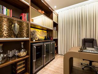 Designer de Interiores e Paisagista Iara Kílaris Oficinas de estilo moderno Marrón