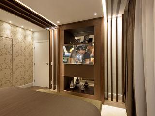 Designer de Interiores e Paisagista Iara Kílaris Cuartos de estilo moderno Madera Marrón