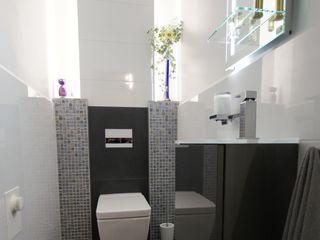 Gäste-WC Bad&Design Rußin&Raddei Moderne Badezimmer Fliesen Weiß