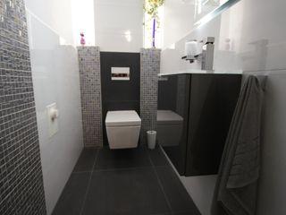 Gäste-WC Bad&Design Rußin&Raddei Moderne Badezimmer Fliesen Grau