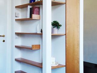 Arredo salvaspazio PAZdesign Ingresso, Corridoio & Scale in stile moderno