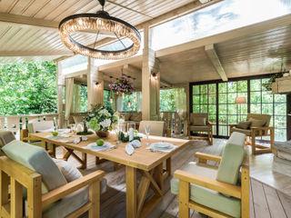 Tony House Interior Design & Decoration Industrialny balkon, taras i weranda