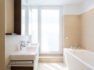 Projekt Familie H. Kathameno Interior Design e.U. Moderne Badezimmer