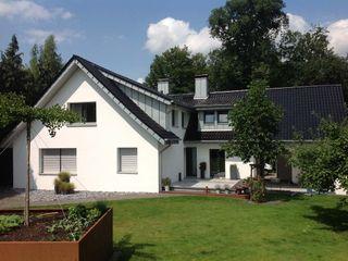 Dacheindeckung mit Tonziegeln und Gaubenverkleidungen mit Stehfalz Heinrich Henke GmbH Moderne Häuser Ziegel