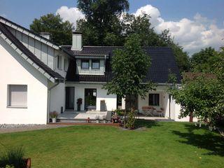 Dacheindeckung mit Tonziegeln und Gaubenverkleidungen mit Stehfalz Heinrich Henke GmbH Moderne Häuser Metall Blau