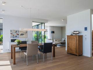 KitzlingerHaus GmbH & Co. KG Modern Dining Room Engineered Wood Brown