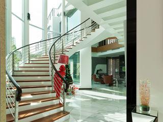 Design Spirits Nowoczesny korytarz, przedpokój i schody