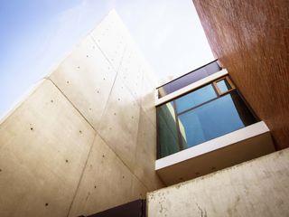 Lozano Arquitectos Case in stile industriale Cemento