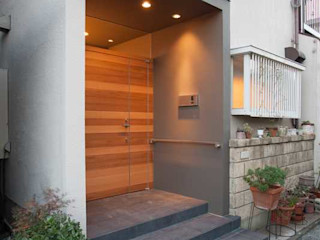 春日丘の家リノベーション 有限会社ミサオケンチクラボ モダンな 家 木 灰色