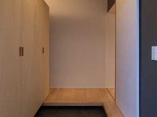 春日丘の家リノベーション 有限会社ミサオケンチクラボ モダンスタイルの 玄関&廊下&階段 木 灰色