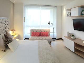 Cristina Cortés Diseño y Decoración BedroomBeds & headboards