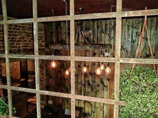 LAMPARAS COLGANTES FOCOS EDISON EN ANTIGUA RUEDA DE HIERRO Lamparas Vintage Vieja Eddie Pasillos, vestíbulos y escaleras Iluminación
