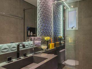 Lo. interiores Moderne Badezimmer