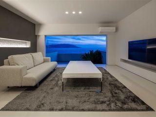 舞子の家リノベーション 有限会社ミサオケンチクラボ モダンデザインの リビング 白色