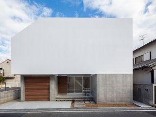 梅ノ木の家 有限会社ミサオケンチクラボ モダンな 家 鉄筋コンクリート 白色