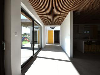 Piotr Stolarek Projektowanie Wnętrz Modern Corridor, Hallway and Staircase