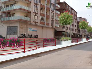 Yalova Belediyesi Şehit Ömer Faydalı Caddesi Peyzaj Projesi konseptDE Peyzaj Fidancılık Tic. Ltd. Şti. Modern Bahçe Metal Kırmızı