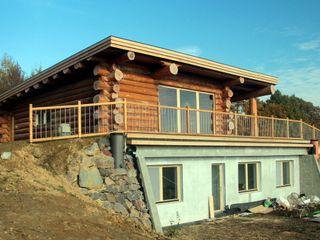 Organica Design & Build 모던스타일 주택 우드 갈색