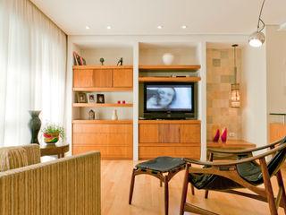 Apartamento em Perdizes Enzo Sobocinski Arquitetura & Interiores Salas de estar modernas Madeira Efeito de madeira